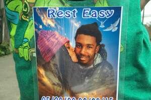 Family grieves for slain son, 14, in Oakland's Fruitvale - Photo