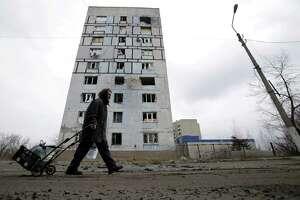 Ukraine leaders seeks peacekeeping mission for eastern regions - Photo