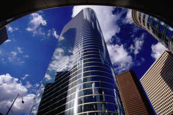 Chase Bank to close branch in namesake downtown tower