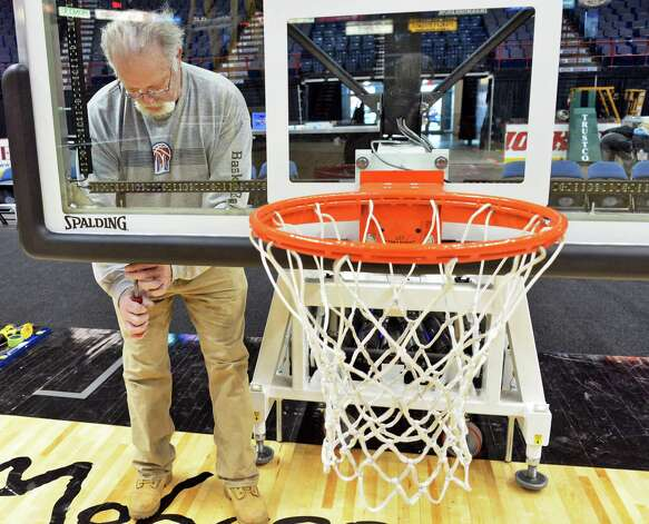 Mike Kruse of Troy, who works for Spaulding, sets up a basket for the upcoming MAAC basketball tournament at the Times Union Center Tuesday, March 3, 2015, in Albany, N.Y. (John Carl D'Annibale / Times Union) Photo: John Carl D'Annibale / 10030844A