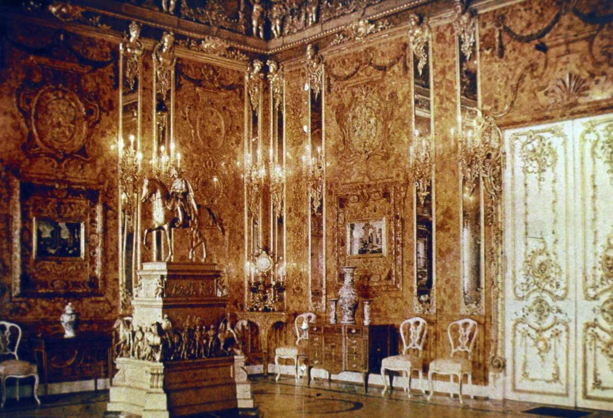 This 1917 image is the only existing color photo of the Amber Room of Catherine Palace near St. Petersburg, Russia, before World War II.