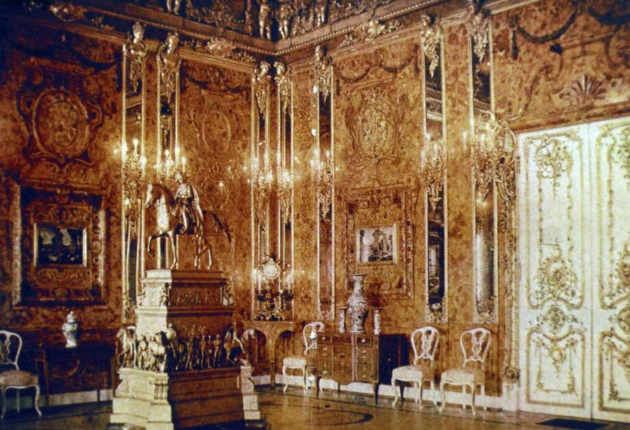 This 1917 image is the only existing color photo of the Amber Room of Catherine Palace near St. Petersburg, Russia, before World War II. Photo: Sovfoto, Getty Images / Universal Images Group Editorial