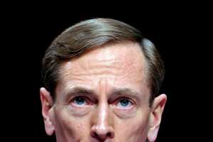 David Petraeus admits sharing military secrets with mistress - Photo