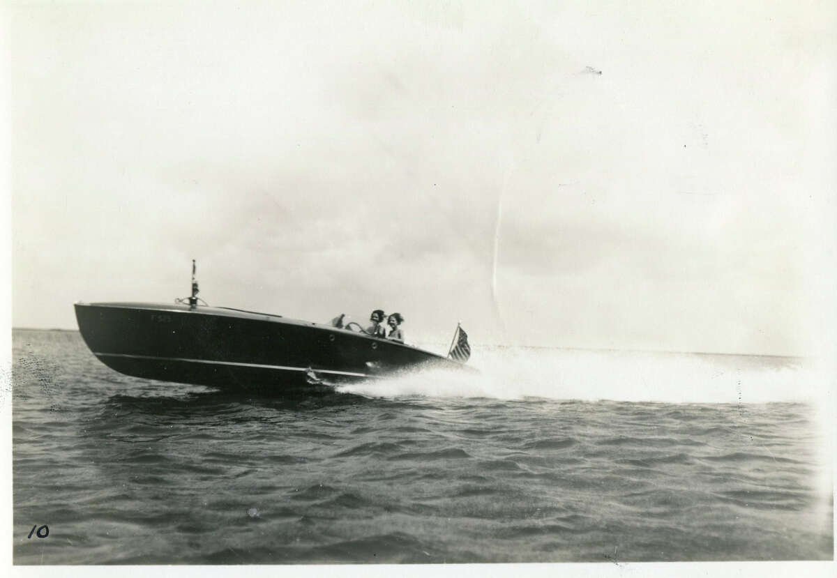 Here is what speed boats looked like in the early 20th century.