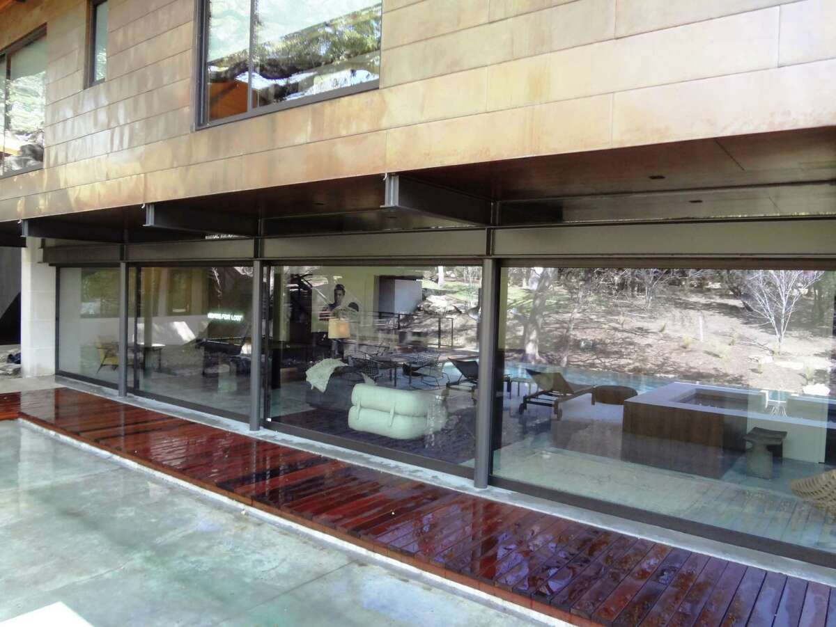 When closed, a glass panel wall system offers good security and energy efficiency.