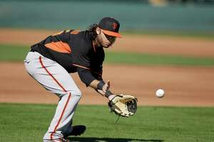GIANTS SPLASH: Shortstop Crawford fighting sore shoulder - Photo