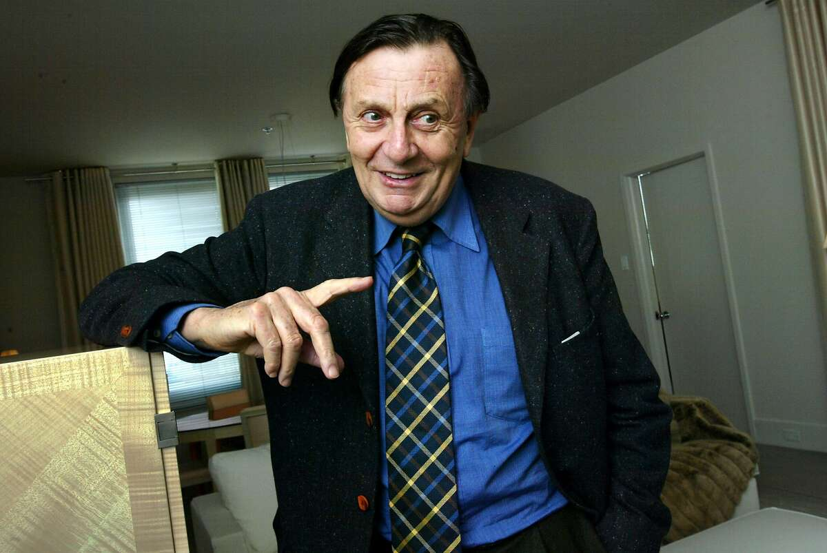 EDNA26A02-C-13JAN03-DD-CS Barry Humphries (aka Dame Edna, an outrageous British comedian/entertainer), photographed at the Clift Hotel, 495 Geary Street, SF. BY THE CHRONICLE/ NO BYLINE!