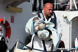 Italy rescues more than 1,000 migrants at sea; 10 perish - Photo