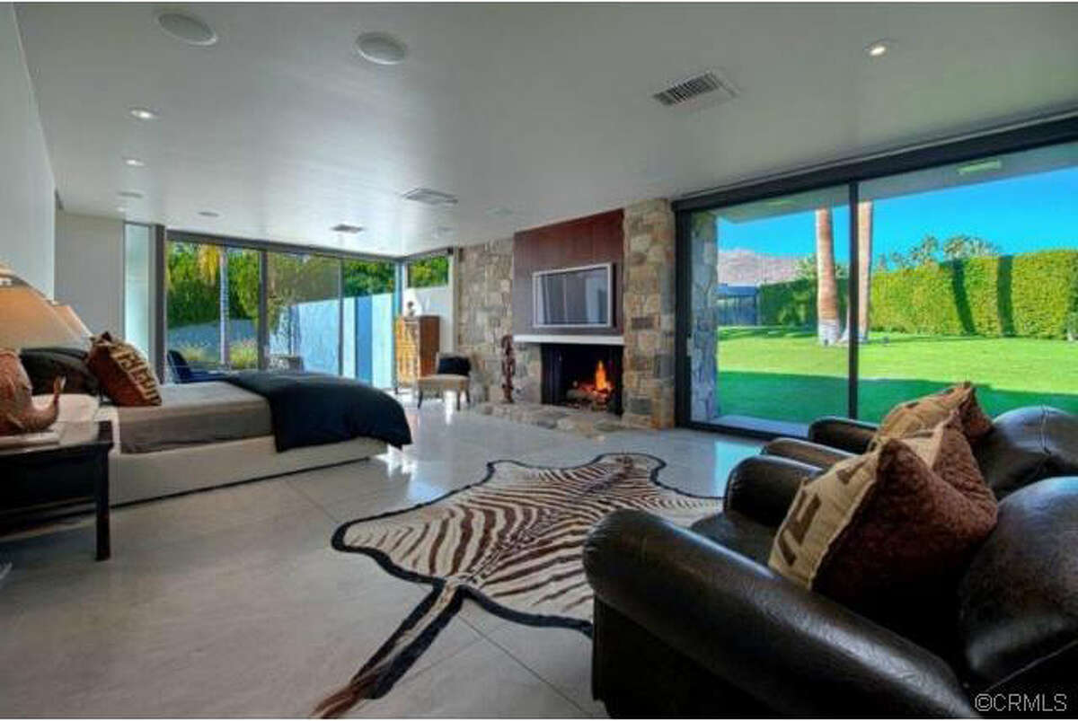 Actor Leonardo DiCaprio is renting out his luxurious $5.32 million, 7,022-square-foot mansion in Palm Springs for $4,500 a night, according to media reports.