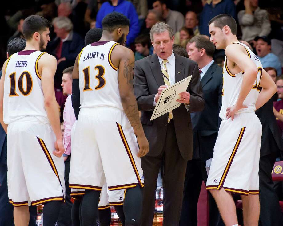 In an undated handout photo, Iona Coach Tim Cluess speaks with his players during a game. Cluess blames   the trickling pace of college basketball on too-zealous coaches unwilling to loosen the grips on their players, which is why Cluess might be considered college basketball's resident libertarian.(Iona College via The New York Times) -- NO SALES; FOR EDITORIAL USE ONLY WITH STORY SLUGGED BKC IONA PACING  ALL OTHER USE PROHIBITED. --   ORG XMIT: XNYT133 Photo: IONA COLLEGE / IONA COLLEGE