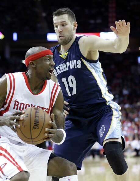 The Grizzlies' Beno Udrih (19) cuts off a drive by Rockets guard Jason Terry during the second half. Photo: Pat Sullivan, STF / AP
