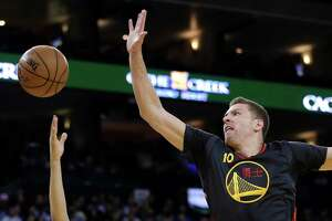 Warriors start slow but beat Bucks in return home - Photo
