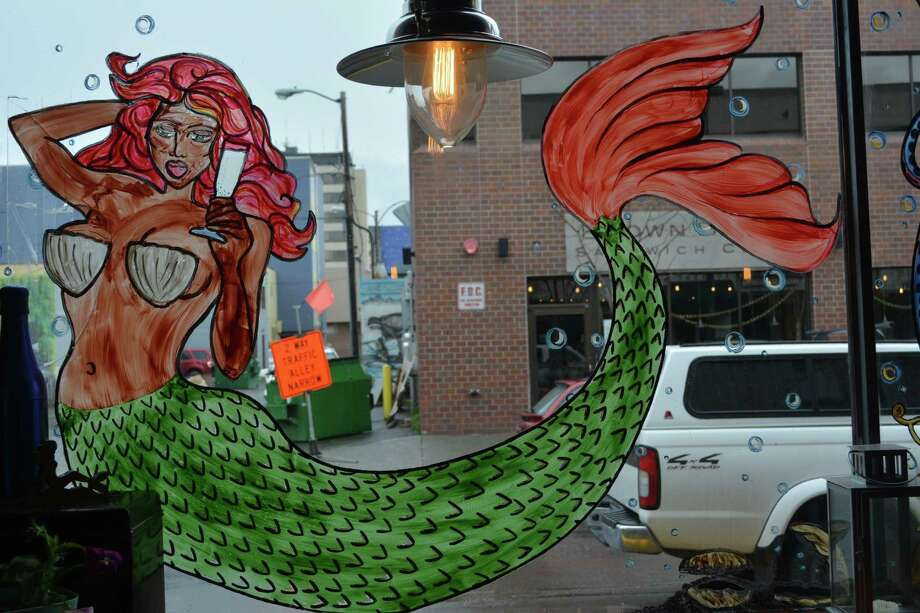 The window of the Bubbly Mermaid Champagne and Oyster Bar in Anchorage, Alaska Photo: Roberta MacInnis / ONLINE_YES