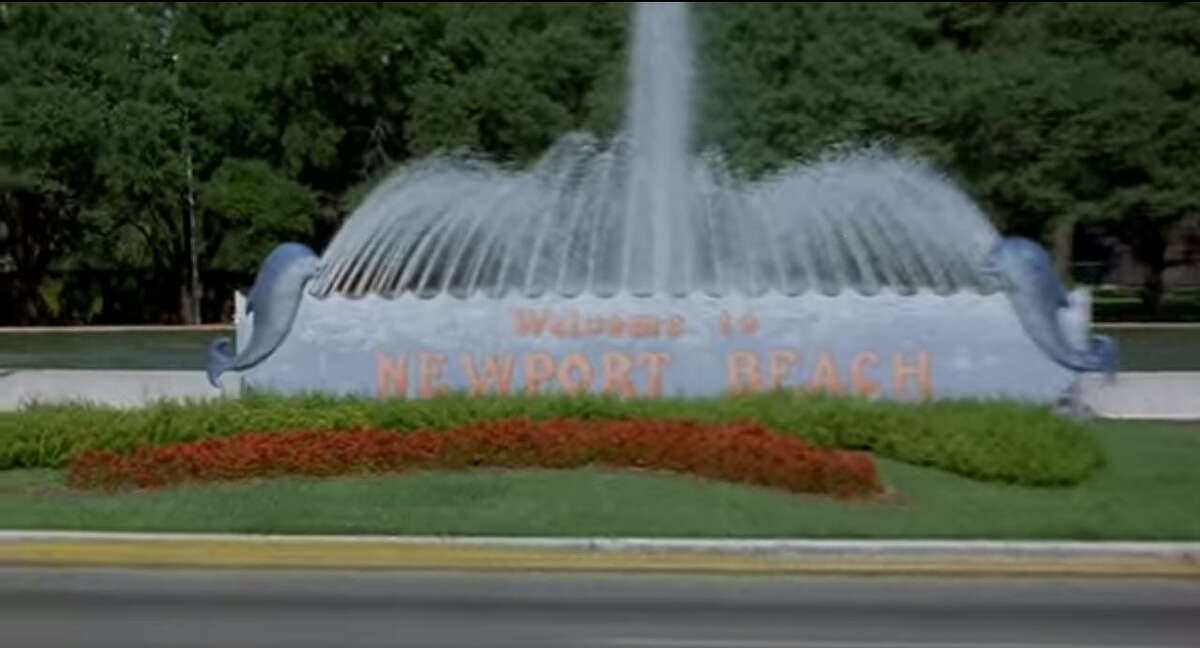 Okay, okay. Last clue.Location: Mecom FountainHint: Among local and national critics, this movie wasn't exactly
