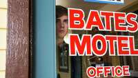 TV's Norman Bates starting to go psycho - Photo
