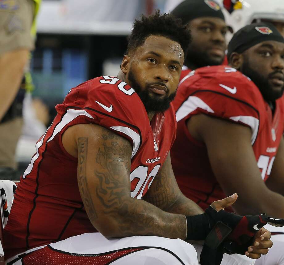 FILE - In this Aug. 9, 2014, file photo, Arizona Cardinals' Darnell Dockett sits on the sideline during the first quarter of an NFL football game in Glendale, Ariz. The Cardinals have released defensive tackle Dockett, allowing the three-time Pro Bowl lineman to test the free agency market. (AP Photo/Rick Scuteri, File) Photo: Rick Scuteri, Associated Press