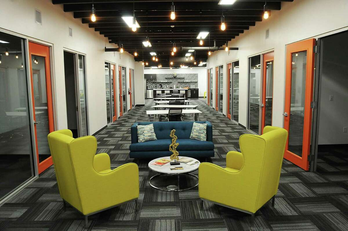 Level Office at 802 Milam offers this first-floor common area. It's designed for freelancers, entrepreneurs and small businesses.