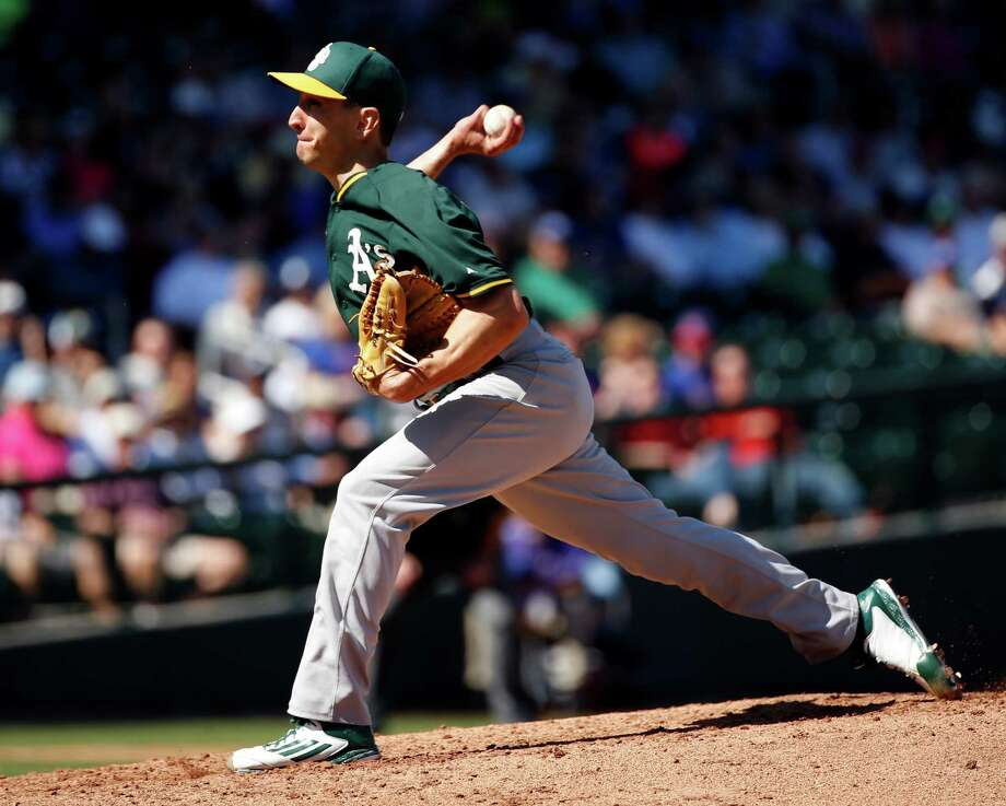 Oakland Athletics' Pat Venditte against Chicago Cubs in Spring Training Cactus League game at Sloan Park in Mesa, Arizona, on Thursday, March 5, 2015. Photo: Scott Strazzante / The Chronicle / ONLINE_YES