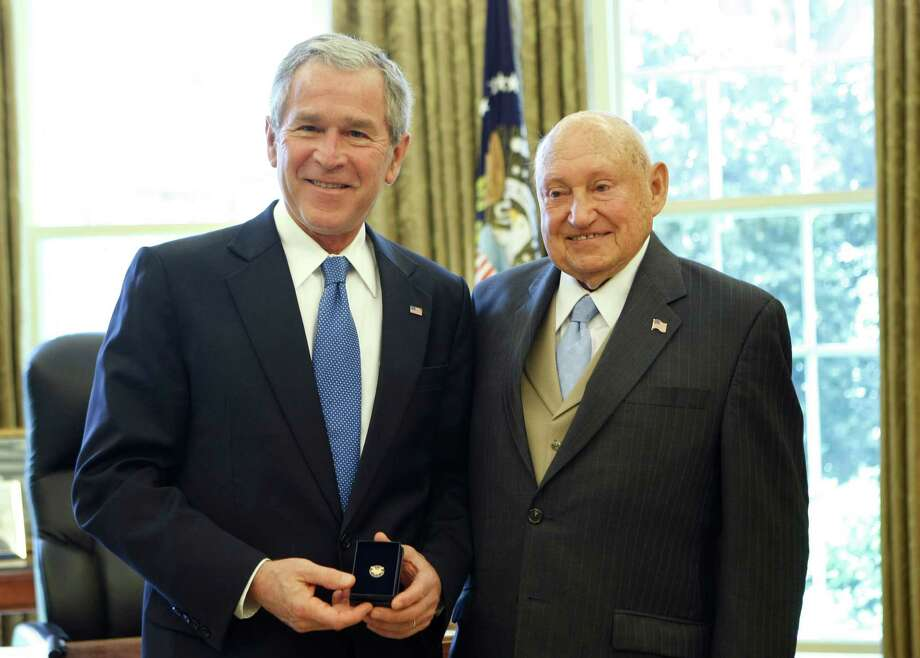 FILE - In this April 15, 2008, file photo, then President George W. Bush presents the Lifetime President's Volunteer Service Award to Chick fil-A Inc. founder S. Truett Cathy in the Oval Office of the White House in Washington. A spokesman said Cathy, who started the postwar diner in Atlanta that grew into the Chick-fil-A restaurant chain, died early Monday, Sept. 8, 2014.  (AP Photo/Gerald Herbert, File) Photo: Gerald Herbert, STF / AP