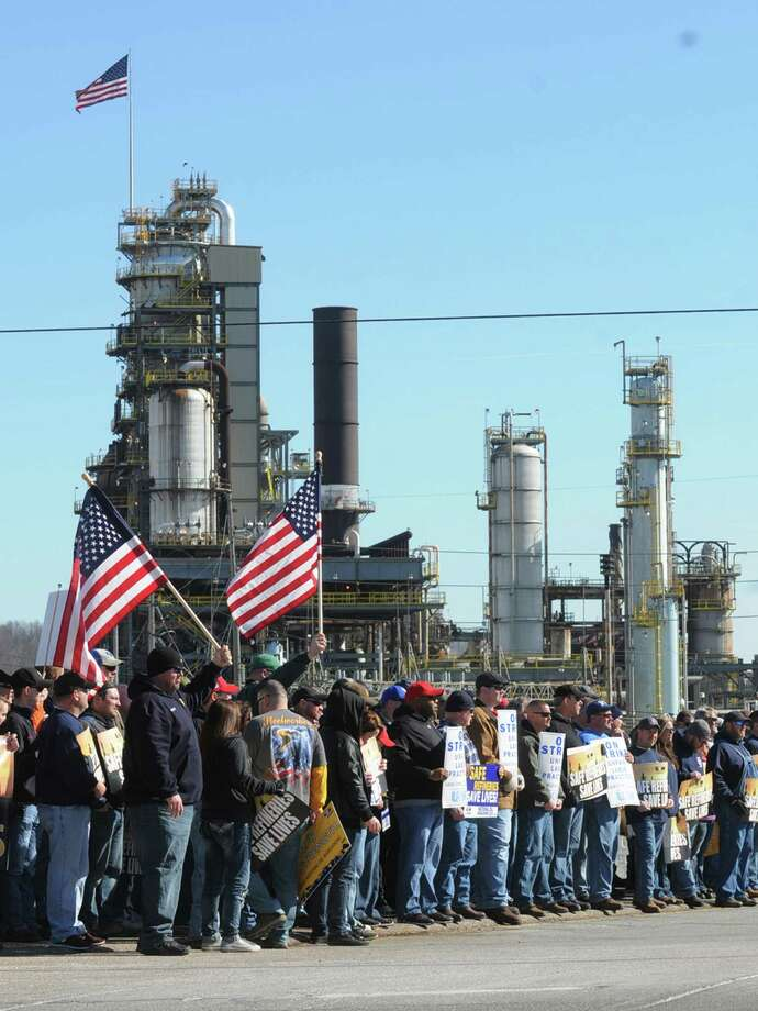 Representatives from the United Steelworkers union hold a rally at the entrance to the Marathon refinery in Catlettsburg, Ky. Photo: Kevin Goldy /Associated Press / The Daily Independent