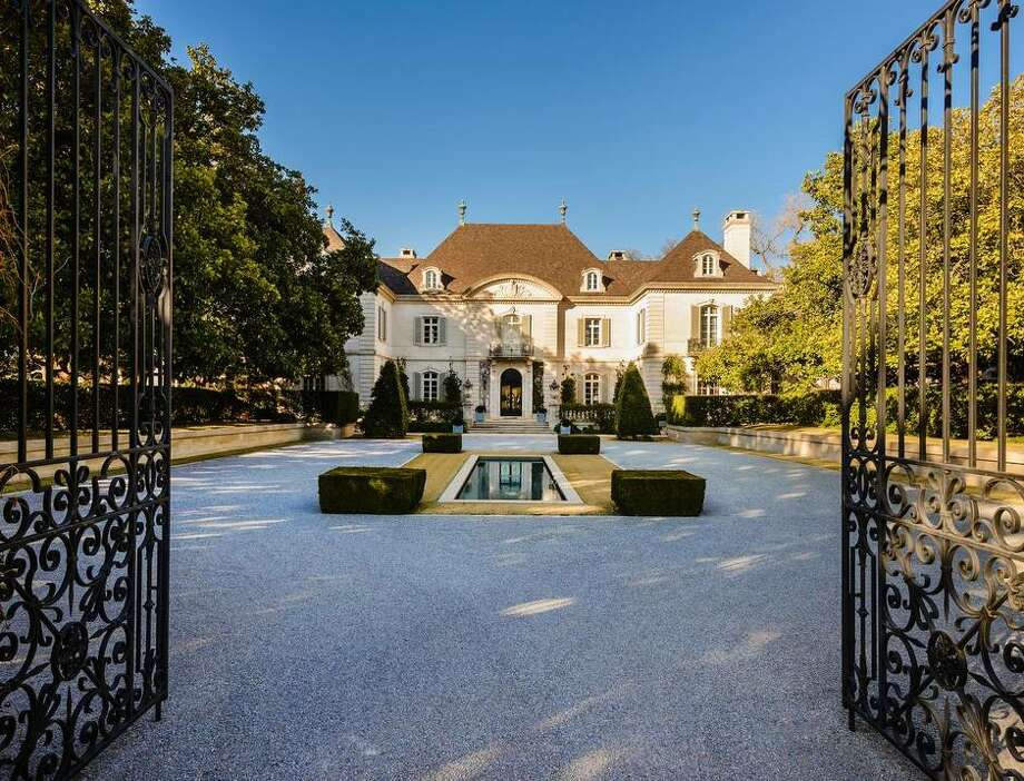 The Crespi-Hicks mansion has undergone a variety of iterations and famous owners. It was once listed at $135 million.  Photo: Stephen Reed/Allie Beth Allman