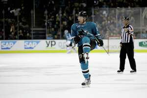 Sharks feel they're ready to make late-season run - Photo