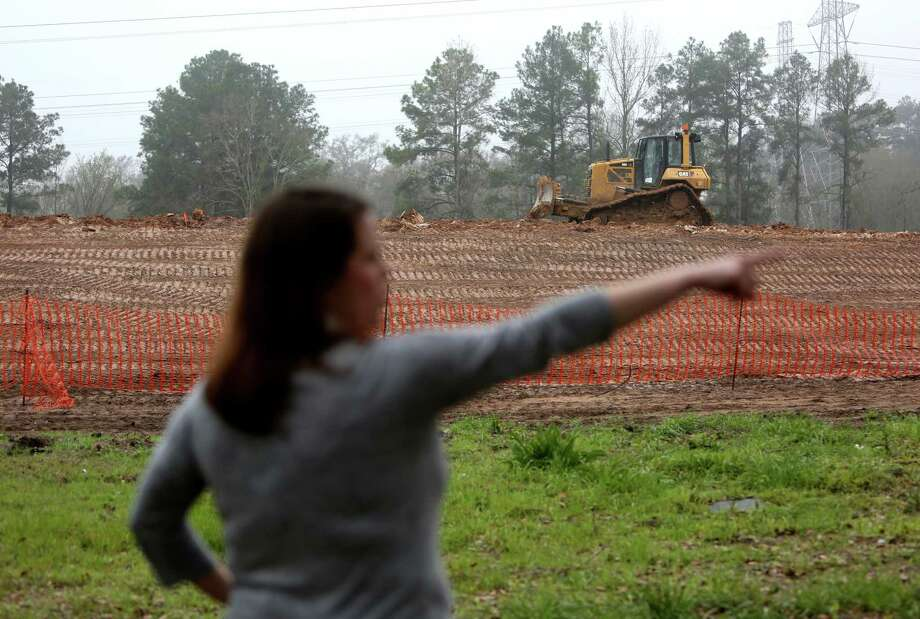 Lindsey Michalak Kindall points to where a toll gantry is being built along the Grand Parkway. Photo: Gary Coronado, Houston Chronicle / © 2015 Houston Chronicle