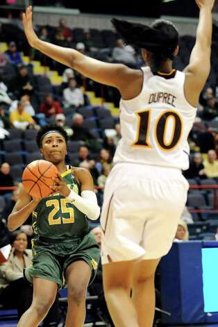 Siena's Tehresa Coles, left, looks to shoot as Iona's Karynda DuPree defends during their quarterfinal game in the MAAC Championship on Friday, March 6, 2015, at Times Union Center in Albany, N.Y. (Cindy Schultz / Times Union) Photo: Cindy Schultz / 10030865A