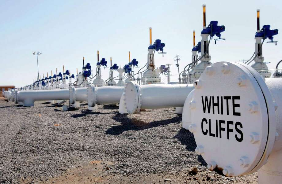 This March 13, 2012 photo shows the manifolds that regulate the input and output of oil to the White Cliffs pipeline at the SemCrude tank farm north of Cushing, Okla.  (AP Photo/Tulsa World, Michael Wyke) Photo: Michael Wyke, MBI / Tulsa World