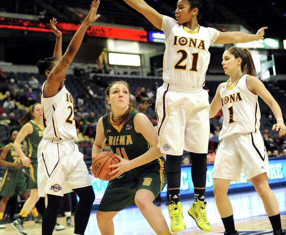Siena's Margot Hetzke, center, finds herself in heavy traffic during their quarterfinal game against Iona in the MAAC Championship on Friday, March 6, 2015, at Times Union Center in Albany, N.Y. (Cindy Schultz / Times Union) Photo: Cindy Schultz / 10030865A