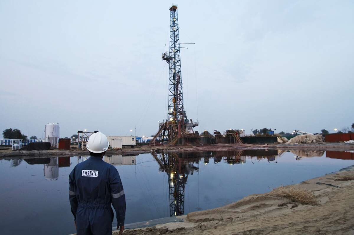 The top 10 countries have 345 billion barrels of technically recoverable shale oil resources combined.