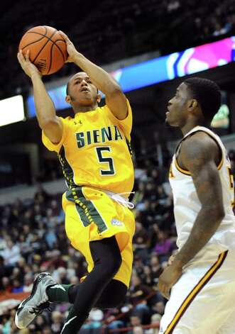 Siena's Evan Hymes, left, goes to the hoop as Iona's A.J. English defends during their quarterfinal game of the MAAC Championship on Saturday, March 7, 2015, at Times Union Center in Albany, N.Y. (Cindy Schultz / Times Union) Photo: Cindy Schultz / 00030912A