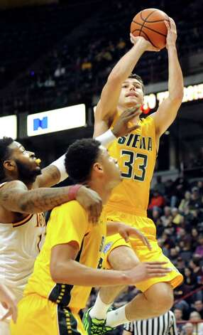 Siena's Rob Poole, right, goes to the hoop during their quarterfinal game against Iona in the MAAC Championship on Saturday, March 7, 2015, at Times Union Center in Albany, N.Y. (Cindy Schultz / Times Union) Photo: Cindy Schultz / 00030912A