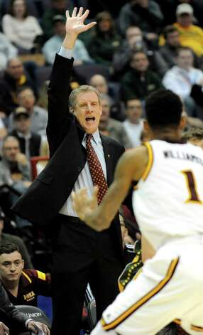 Iona's coach Tim Cluess instructs his team during their quarterfinal game against Siena in the MAAC Championship on Saturday, March 7, 2015, at Times Union Center in Albany, N.Y. (Cindy Schultz / Times Union) Photo: Cindy  Schultz / 00030912A