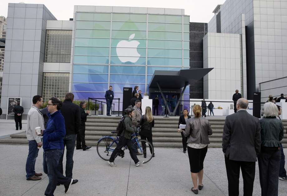 Members of the media and invited guests wait outside of the Yerba Buena Center for the Arts for the start of an Apple Event in San Francisco, Monday, March 9, 2015. CEO Tim Cook is expected to unveil the company's newest device, the Apple Watch, and make the case for why it's a must-have gadget. (AP Photo/Eric Risberg) Photo: Eric Risberg, Associated Press