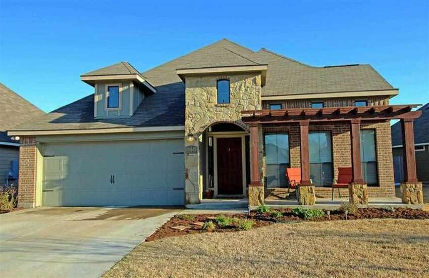 This home at 10445 Condor Loop in Waco is for sale for $174,900. It has three bedrooms and two bathrooms on 1,857 square feet. Source: Realtor.com