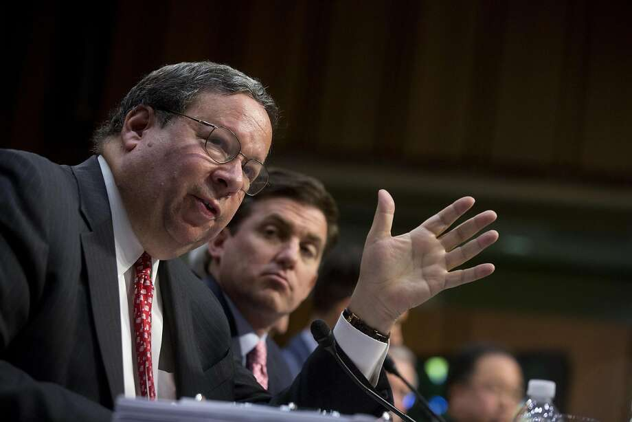 Comcast executive David Cohen (left) advocates for the merger with Time Warner Cable to the Senate Judiciary Committee. Photo: Andrew Harrer, Bloomberg