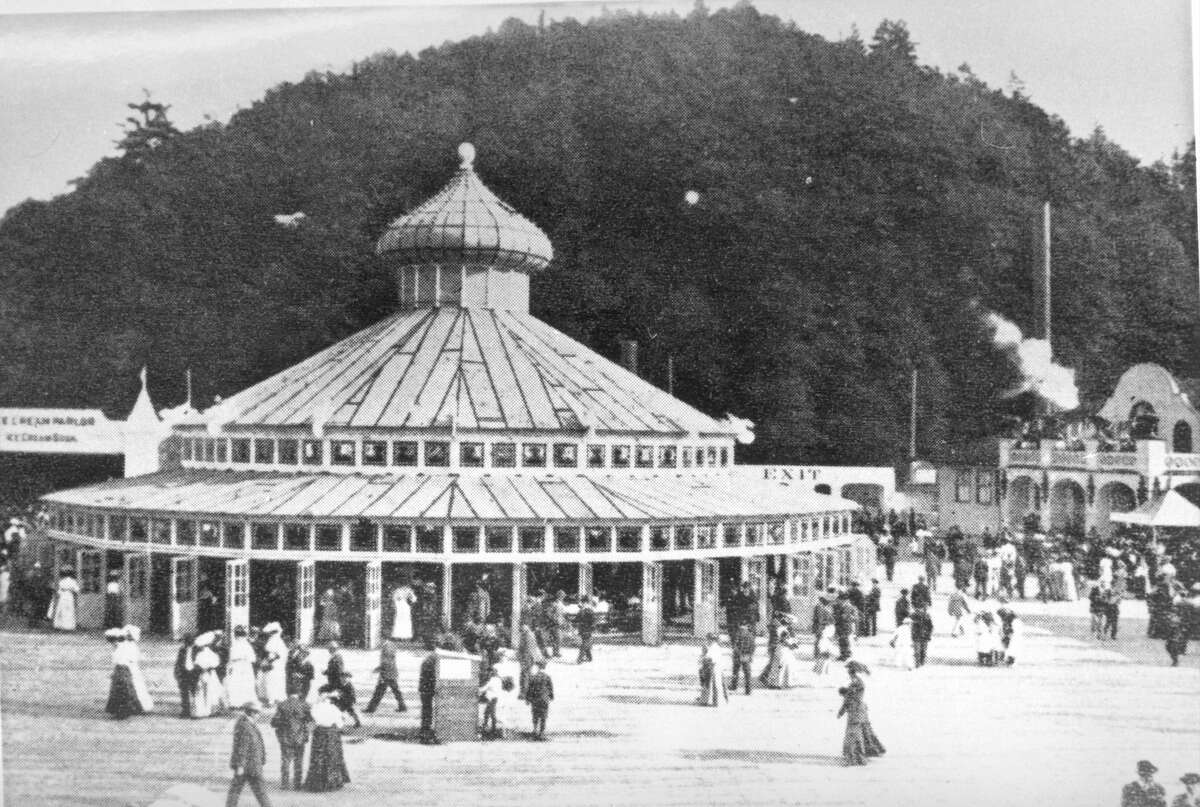 Gigantic merry-go-round with German carousel, pictured in 1907.
