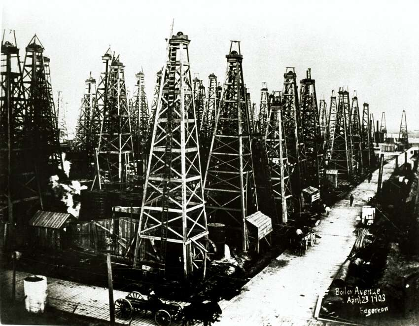 1901: Texas' first boom The first oil geyer at the Spindletop oilfield south of Beaumont produced about 100,000 barrels of oil per day, sparking Texas' first major boom-bust cycle at the turn of the century. Beaumont's population exploded from 10,000 to 50,000. Wells bought for $10,000 in 1901 sold for $1.25 million within the year. About $235 million in investments poured into the oilfield, leading to overproduction.
