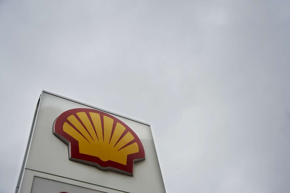 2004, Royal Dutch Shell and Shell Transport & Trading merge $80.1 billion stock deal