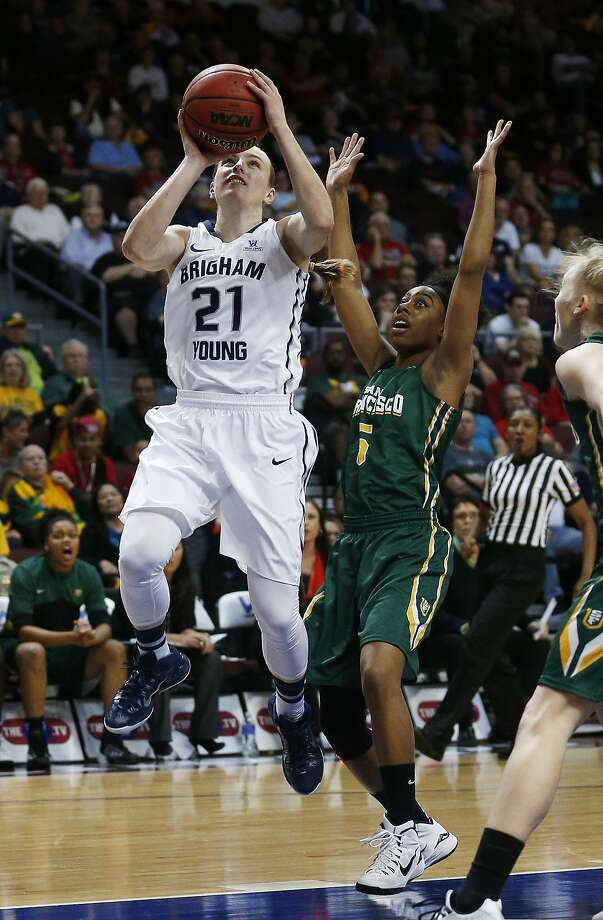 USF senior Aundrea Gordon plays defense against BYU's Lexi Eaton, the game's top scorer. Photo: John Locher, Associated Press