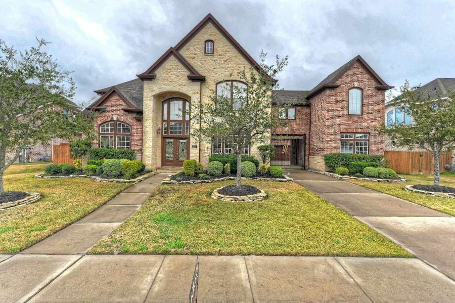 Friendswood:Five-bedroom homehas marble floors, a game room, a gourmet kitchen and no neighbors to the back. 5,193 square feet Photo: HAR