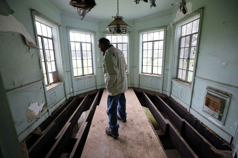 Darryl Schroeder walks through the cleared-out mansion on South MacGregor Way in Riverside Terrace. Photo: Mayra Beltran, Staff / © 2015 Houston Chronicle
