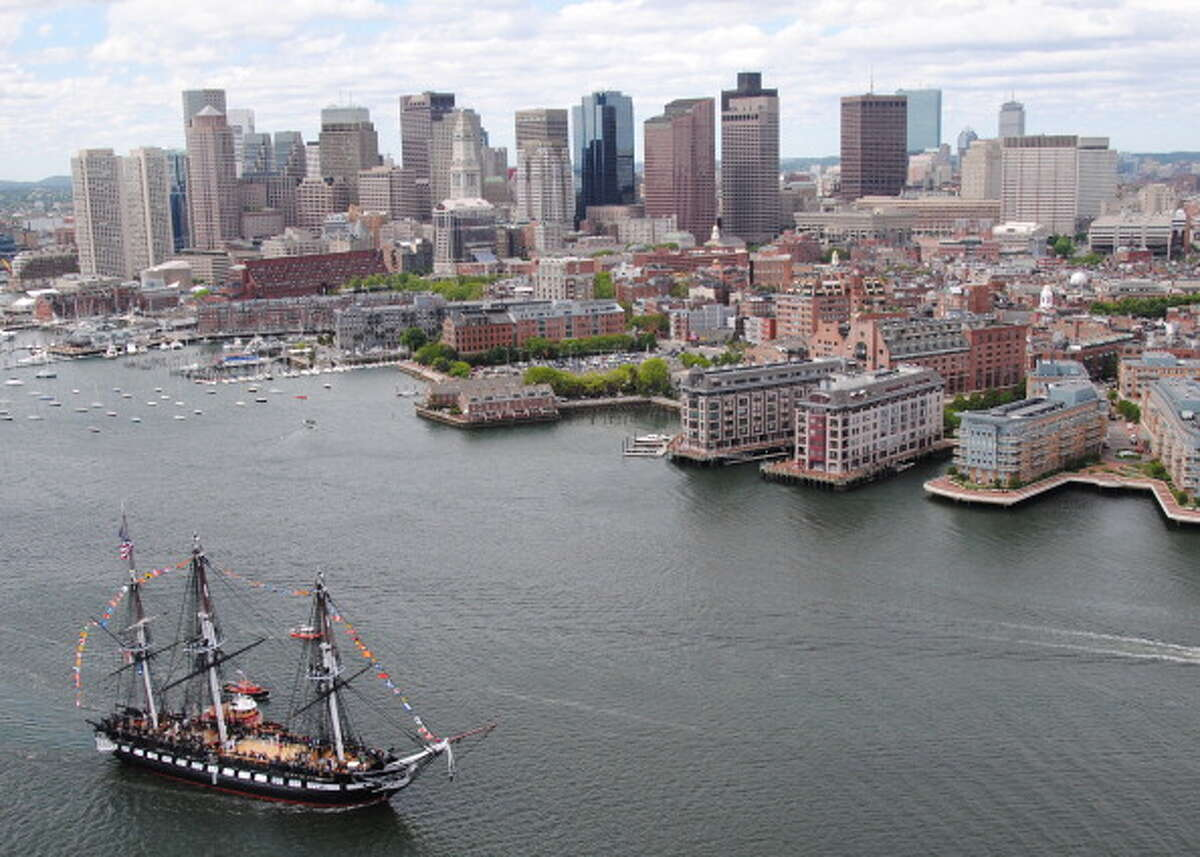 Boston Number of ultra-high-net-worth individuals: 389