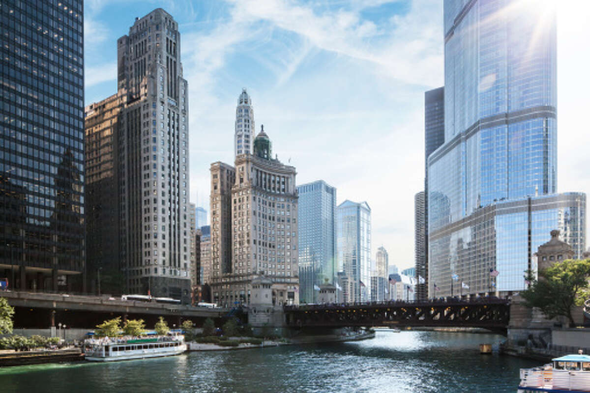 Chicago Number of ultra-high-net-worth individuals: 827