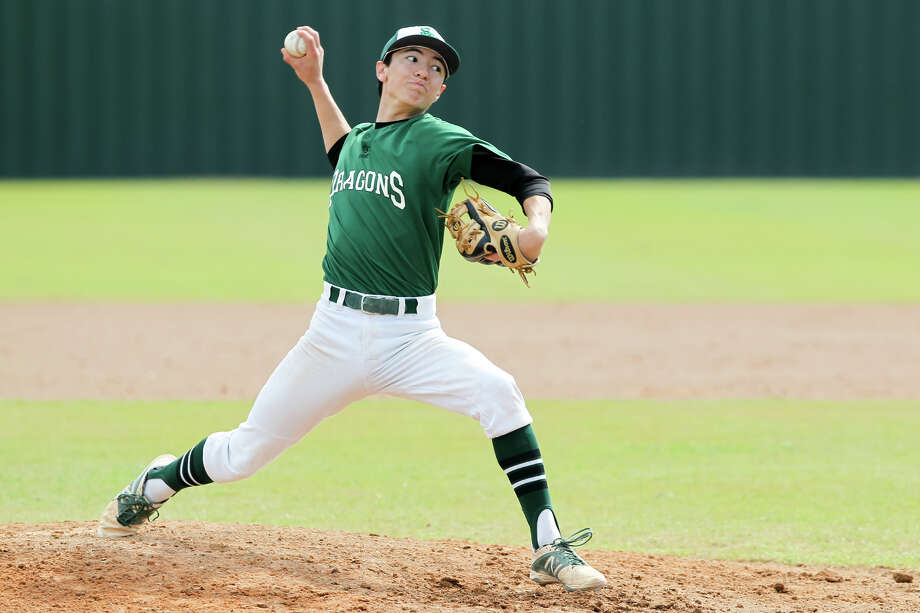 Southwest's Joseph Cerda throws to the plate during the fourth inning against Medina Valley in the 2015 Dragon Invitational. Photo: Marvin Pfeiffer /San Antonio Express-News / Express-News 2015