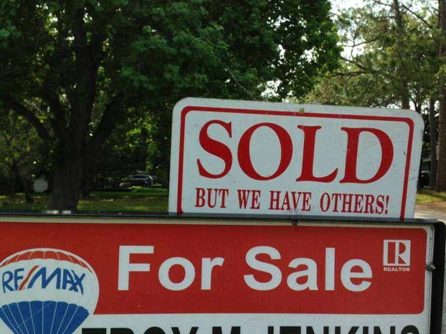 """""""€œSold€"""" signs tend to go up quickly on Houston houses. The inventory of available homes in the Houston area stood at 3.3 months in August, down from the year-ago level of 4.9 months of inventory, the Houston Association of Realtors reported. Photo: Katherine Feser"""