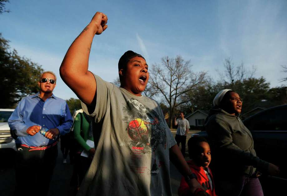 Charletteria Mathis, second from left, Albeta Wellington, far right, and her son Mark Wallace, 5, protest outside the family home of a former University of Oklahoma Sigma Alpha Epsilon fraternity member Parker Rice, Wednesday, March 11, 2015, in Dallas. Rice and several other fraternity members were seen on video chanting a racist song. Photo: Brandon Wade, AP / FR168019 AP