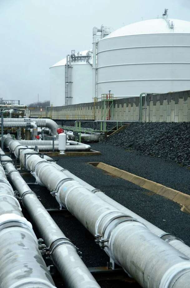 U.S. natural gas stores fell by 198 billion feet last week as cold weather increased heating demand. (Jennifer A. Dlouhy/Chronicle file). Photo: Jennifer Dlouhy / Houston Chronicle