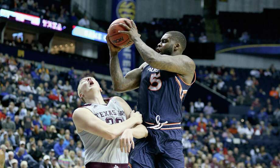 Auburn's Cinmeon Bowers powers his way past A&M's Peyton Allen during the Tigers' upset victory in the SEC quarterfinals. Photo: Andy Lyons, Staff / 2015 Getty Images